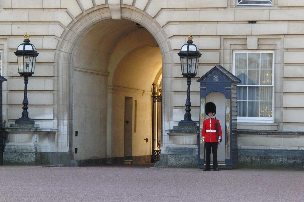 Relève de la garde royale